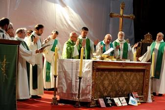 Eucharistie lors de la cérémonie des 20 ans du Centre